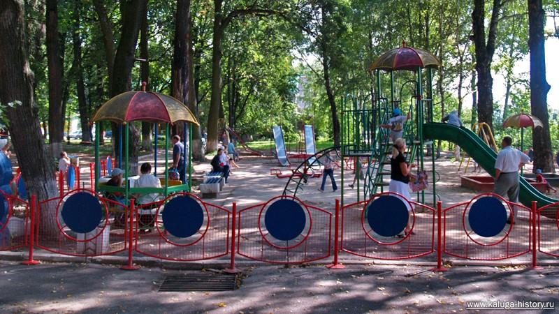 Детская площадка в Калужском парке