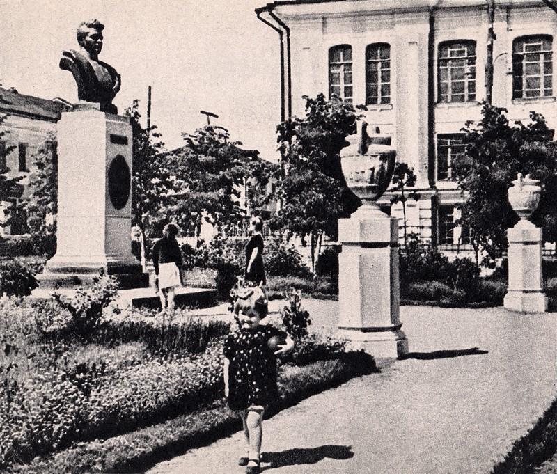 старая калуга, памятник карпову в карповском сквере