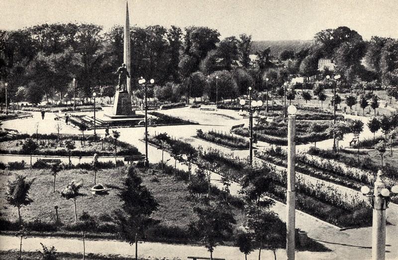 старая калуга, сквер мира, памятник циолковскому