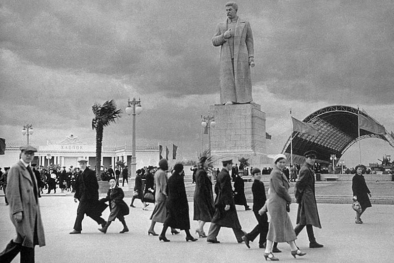 памятник сталину, вднх, москва
