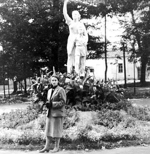 скульптура нет войне, калужский парк