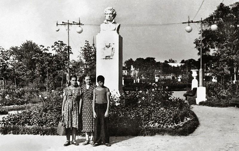 памятник пушкину в калуге